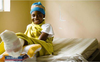 Tanzania, la cura del piede torto in un paese africano