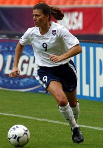 phpozzpok_mia_hamm_retires_from_soccer